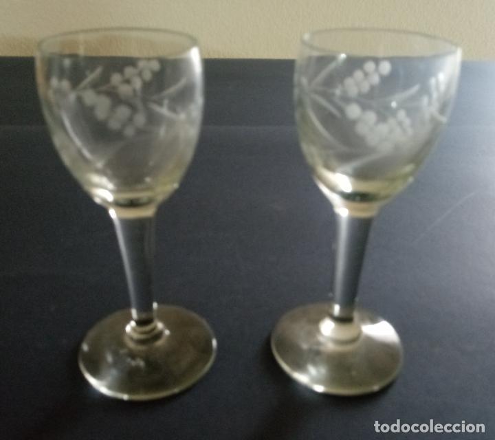 PAREJA DE COPAS PARA LICOR - CRISTAL TALLADO - 10 X 4 X 4.5 CMS (Antigüedades - Hogar y Decoración - Copas Antiguas)