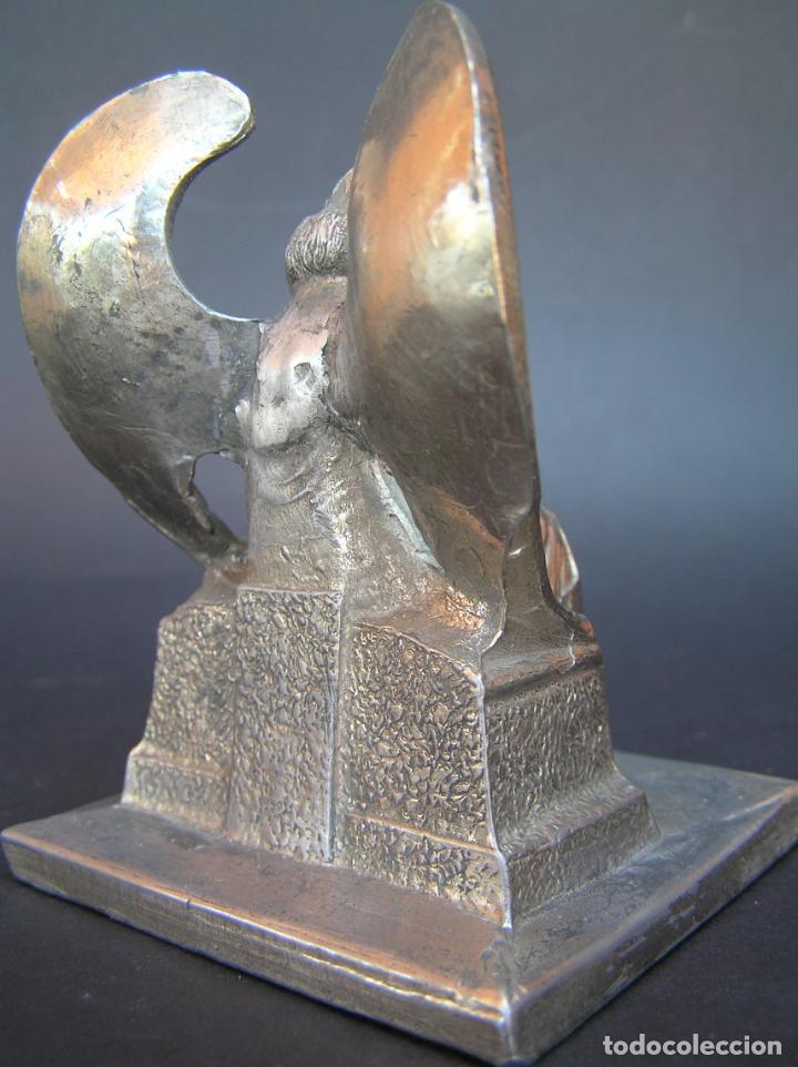 Antigüedades: FIGURA DE ÁNGEL SEDENTE. Estaño niquelado. 10 cm. de altura .Circa 1900. - Foto 8 - 207485400
