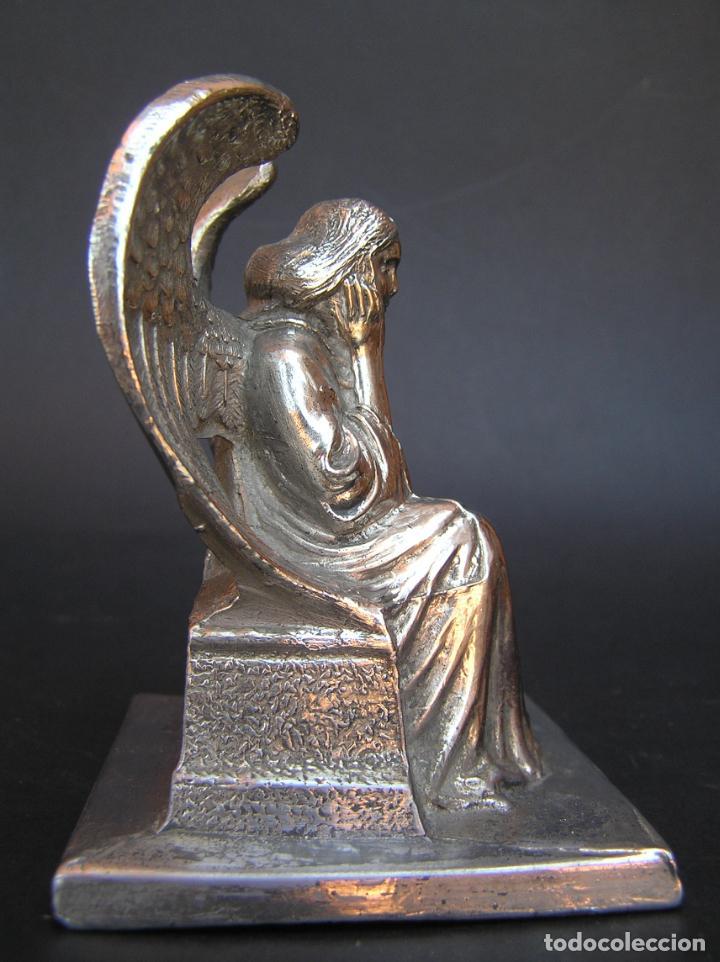 Antigüedades: FIGURA DE ÁNGEL SEDENTE. Estaño niquelado. 10 cm. de altura .Circa 1900. - Foto 9 - 207485400