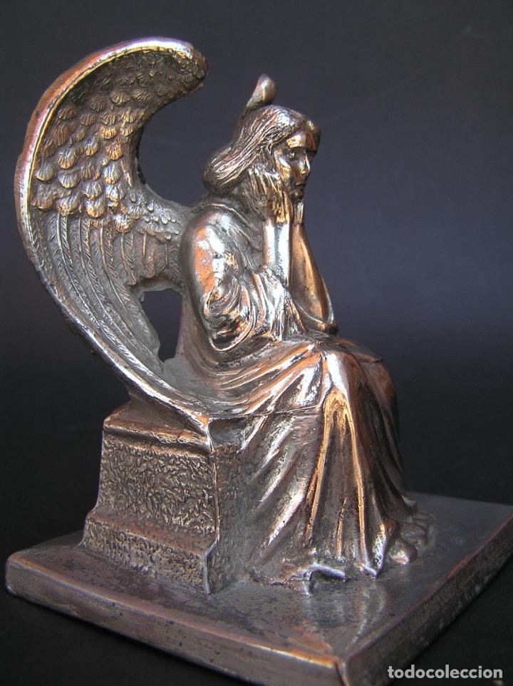 Antigüedades: FIGURA DE ÁNGEL SEDENTE. Estaño niquelado. 10 cm. de altura .Circa 1900. - Foto 10 - 207485400