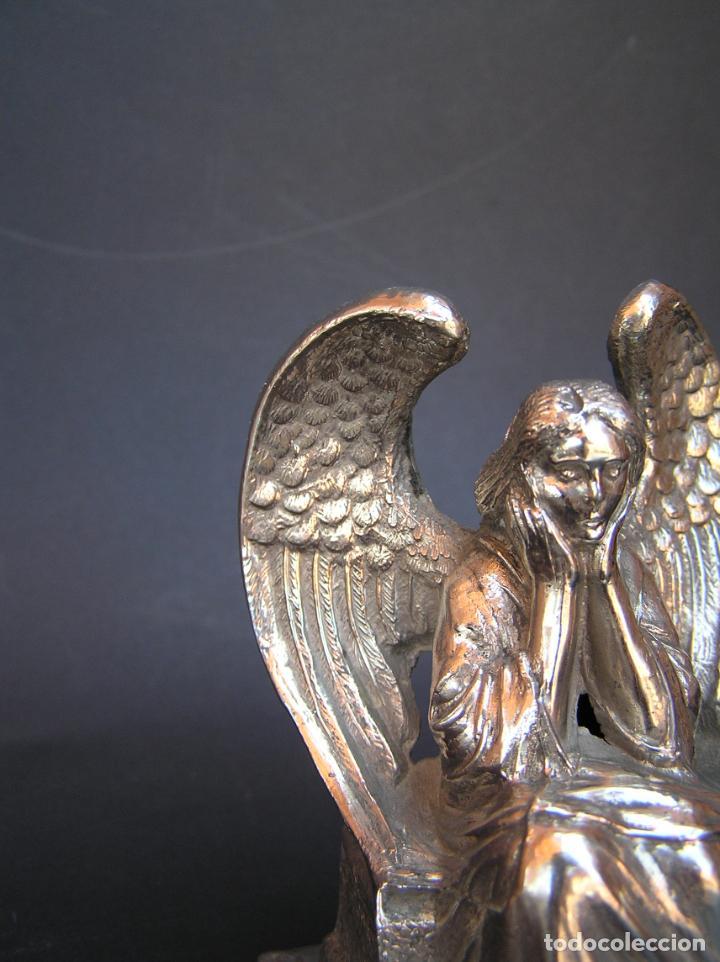 Antigüedades: FIGURA DE ÁNGEL SEDENTE. Estaño niquelado. 10 cm. de altura .Circa 1900. - Foto 12 - 207485400