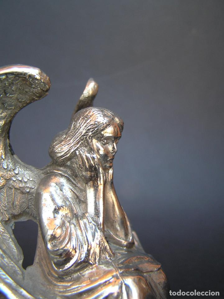 Antigüedades: FIGURA DE ÁNGEL SEDENTE. Estaño niquelado. 10 cm. de altura .Circa 1900. - Foto 14 - 207485400