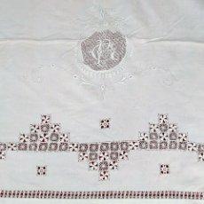 Antigüedades: EXCEPCIONAL JUEGO DE CAMA DE MATRIMONIO. LINO PROFUSAMENTE BORDADO. ESPAÑA. SIGLO XIX. Lote 207515170
