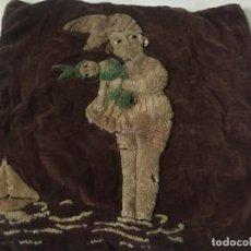 Antigüedades: (MR/C-C) ANTIGUO COJÍN BORDADO ART-DECÓ AÑOS 20/30 - 49X42 CM. SEÑALES DE USO DEL TIEMPO -. Lote 207517726