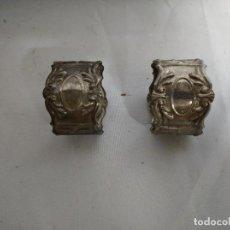 Antigüedades: JUEGO DE 2 SERVILLETEROS FABRICADOS EN ALPACA PLATEADA.. Lote 207570107