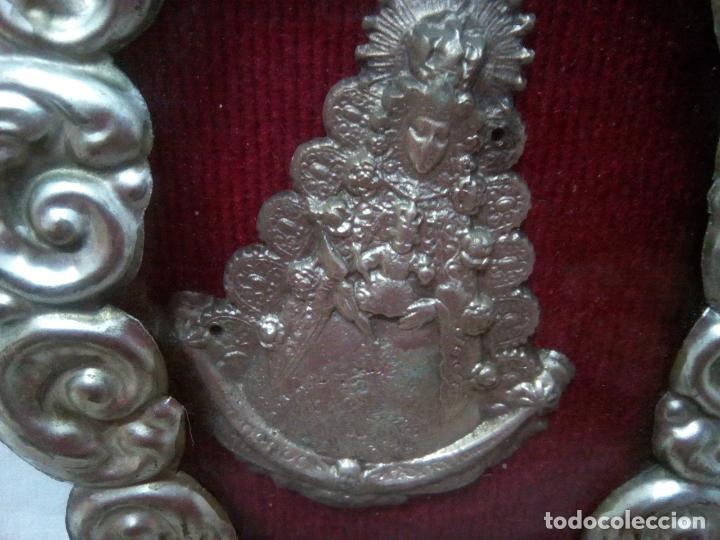 Antigüedades: Precioso relicario capilla Virgen del Rocio.Principios siglo XX. 10 cm por 15 cm. - Foto 3 - 207572240