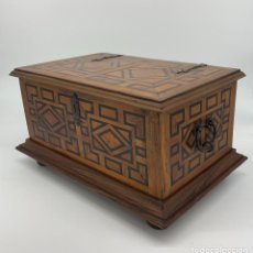 Antigüedades: MAGNFICO ARCA CON HIERROS ANTIGUOS, S. XVIII. Lote 207635546