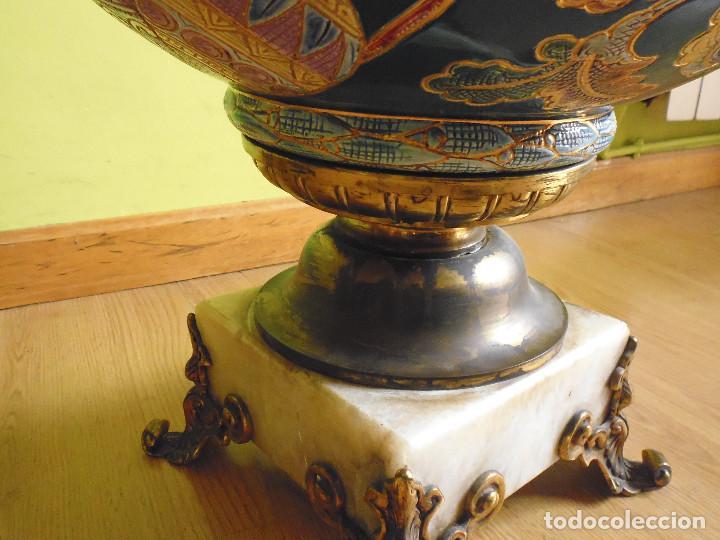 Antigüedades: JARRÓN MACETERO FLORERO CERÁMICA ESMALTADA, LATÓN Y BASE DE MARMOL. - Foto 10 - 184587741