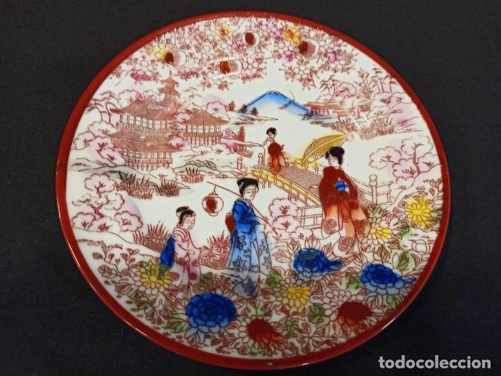 PLATO DE CERÁMICA CON ESCENA ORIENTAL. JAPÓN. C9 (Antigüedades - Porcelana y Cerámica - Japón)