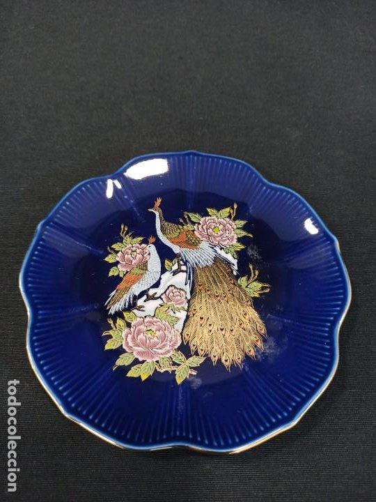 PLATO DE CERÁMICA CON PAVOS. JAPÓN. C9 (Antigüedades - Porcelana y Cerámica - Japón)