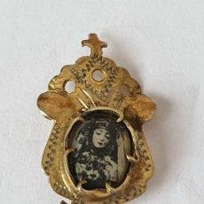 Antigüedades: ANTIGUO BROCHE RELIGIOSO METAL Y ESMALTE. Lote 207699526