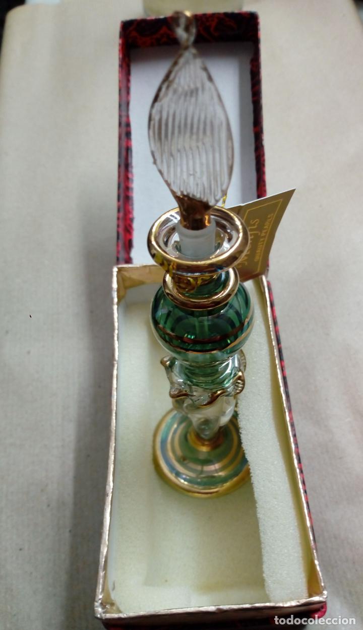 Antigüedades: perfumero cristal de bohemia con tonos verdosos filos oro 24 k - Foto 4 - 207709100