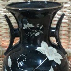Antigüedades: PORCELANA JAPON JARRON DECORADO FLORES. Lote 207751968