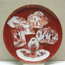 Antigüedades: BELLO PLATO JAPON - RICA DECORACION ESCENAS ROJO AZUL ORO. Lote 207774698