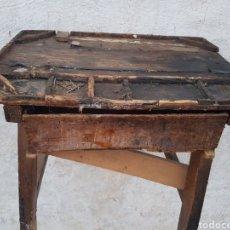 Antigüedades: ANTIGUA MESA ZAPATERO. Lote 207775560