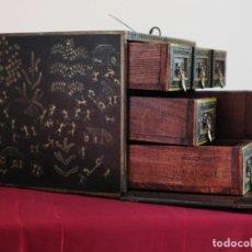 Antigüedades: CAJA CONTADOR DE LA ESCUELA INDO-PORTUGUESA O CHINA, ELABORADA EN MADERAS POLICROMADAS. HACIA 1900.. Lote 162975194