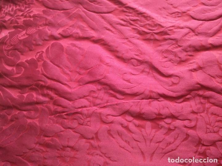 Antigüedades: 158 x 91 tela brocado damasco ROJO GRANATE COFRADE virgen balcolera saya manto capilla semana santa - Foto 3 - 270961753