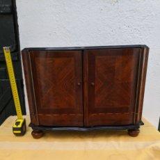 Antigüedades: MUEBLE DE RADIO TRANFORMADO EN BARGUEÑO, CAOBA. Lote 207838546