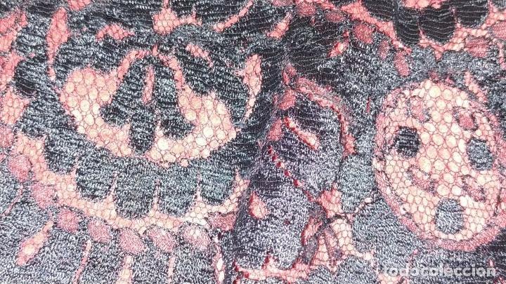 Antigüedades: 2 MANTILLAS TRIANGULARES. ENCAJE MECÁNICO. TEJIDO DE GRAN SUAVIDAD. ESPAÑA. CIRCA 1950 - Foto 10 - 207844346