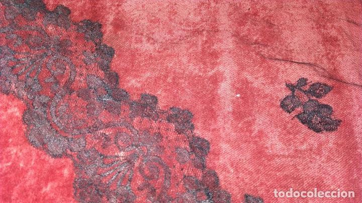 Antigüedades: 2 MANTILLAS TRIANGULARES. ENCAJE MECÁNICO. TEJIDO DE GRAN SUAVIDAD. ESPAÑA. CIRCA 1950 - Foto 14 - 207844346