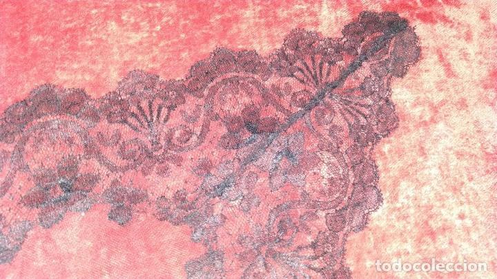 Antigüedades: 2 MANTILLAS TRIANGULARES. ENCAJE MECÁNICO. TEJIDO DE GRAN SUAVIDAD. ESPAÑA. CIRCA 1950 - Foto 15 - 207844346