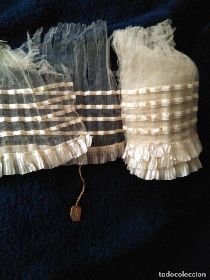 Antigüedades: Antiguo volante de muselina y seda blanco, sin uso, deteriorado, para estudio 254 x 12 cm. S.XIX - Foto 3 - 207877268