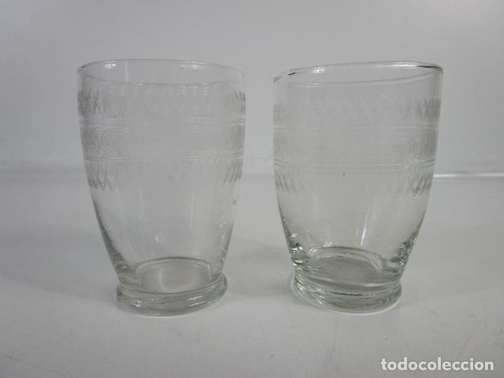 Antigüedades: Pareja de Vasos de Licor - Cristal Tallado - Principios S. XX - Foto 2 - 207918382