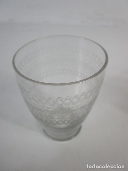 Antigüedades: Pareja de Vasos de Licor - Cristal Tallado - Principios S. XX - Foto 4 - 207918382