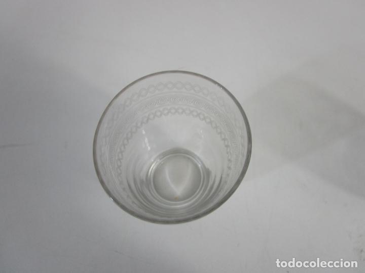 Antigüedades: Pareja de Vasos de Licor - Cristal Tallado - Principios S. XX - Foto 5 - 207918382
