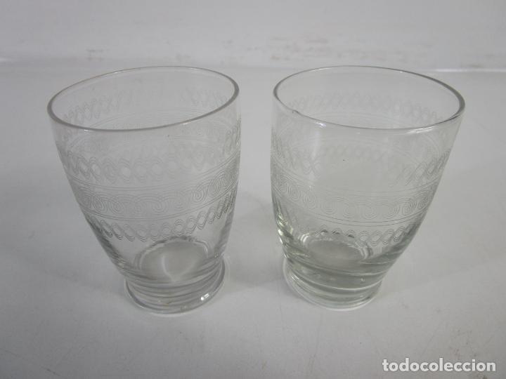 Antigüedades: Pareja de Vasos de Licor - Cristal Tallado - Principios S. XX - Foto 9 - 207918382