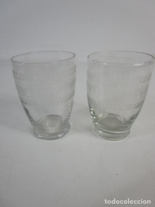 Antigüedades: Pareja de Vasos de Licor - Cristal Tallado - Principios S. XX - Foto 10 - 207918382
