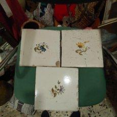 Antiguidades: TRES AZULEJOS DE ALCORA. Lote 207918710