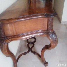 Antigüedades: CONSOLA ISABELINA MADERA DE NOGAL DE 1890. Lote 207931626