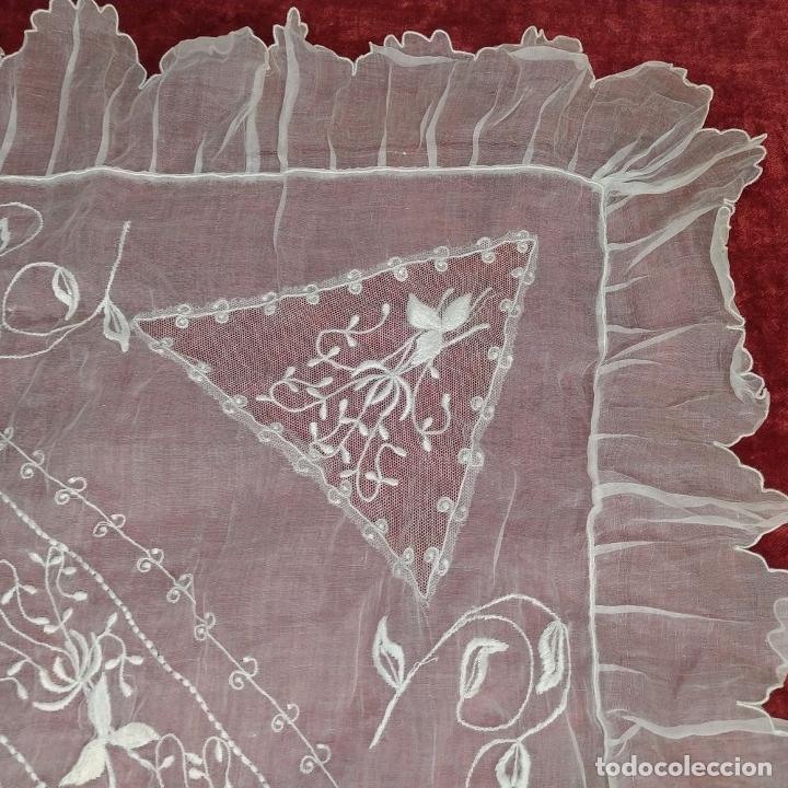 Antigüedades: CUBRECAMA PARA CUNA. ORGANZA BORDADA A MANO. ESPAÑA. SIGLO XIX - Foto 4 - 207967876