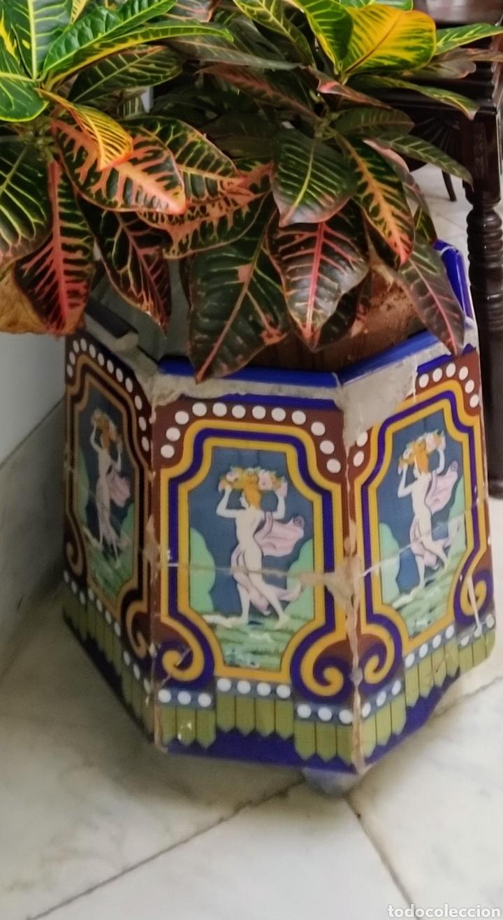 Antigüedades: Magníficos maceteros de azulejos modernistas. Final siglo XIX. - Foto 12 - 207986240