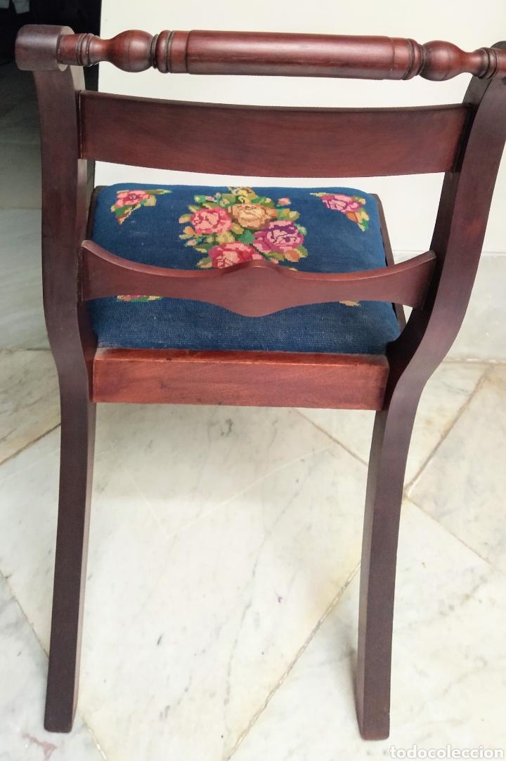 Antigüedades: Bonita pareja de sillas isabelinas en madera de caoba cubana. Bordadas en petit point - Foto 2 - 207988587