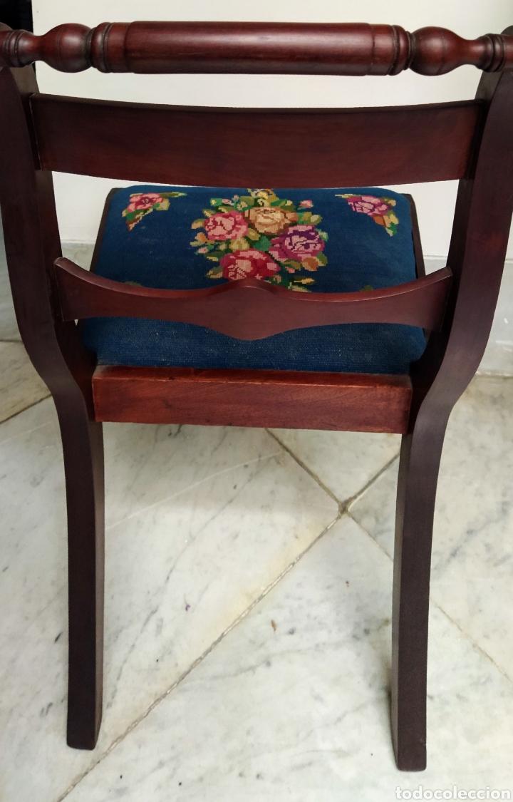 Antigüedades: Bonita pareja de sillas isabelinas en madera de caoba cubana. Bordadas en petit point - Foto 6 - 207988587