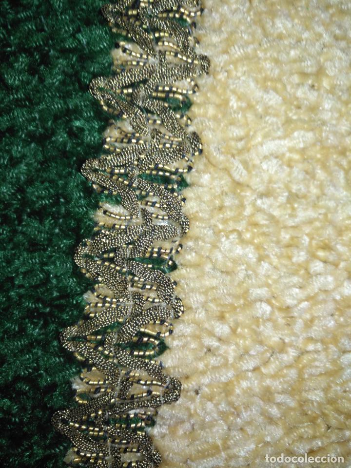 Antigüedades: antiguo tapete o pequeño camino de mesa hecho a mano de lana flecos y galon pasamaneria oro - Foto 3 - 207993608