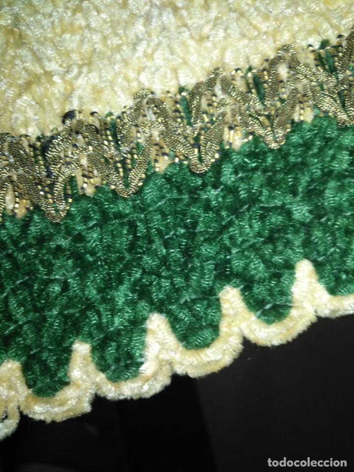 Antigüedades: antiguo tapete o pequeño camino de mesa hecho a mano de lana flecos y galon pasamaneria oro - Foto 5 - 207993608