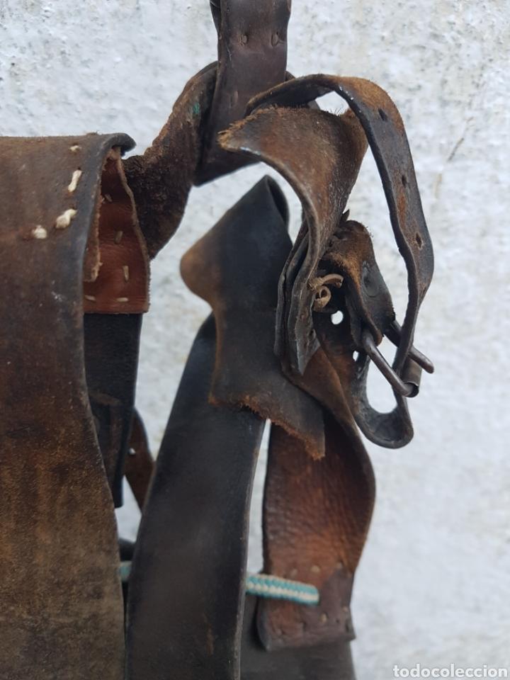 Antigüedades: Antigua mochila de cuero pastor arte pastoril - Foto 4 - 207998280