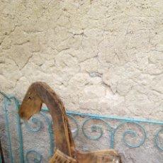 Antigüedades: PRECIOSO CABALLO DE MADERA. ESCULTURA RÚSTICA. ANTIGUO JUGUETE. Lote 208005786