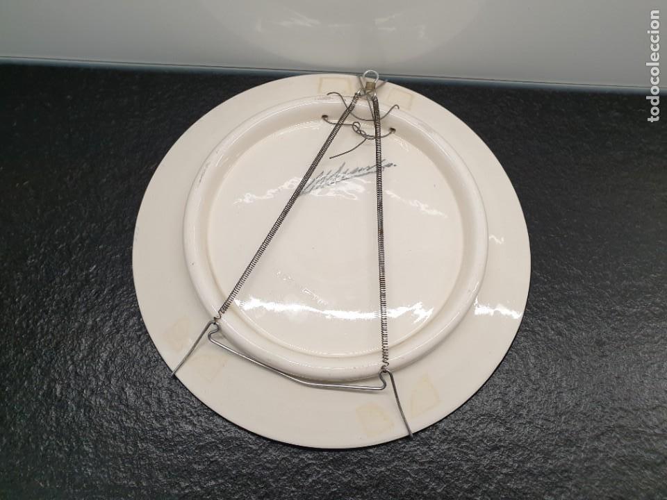 Antigüedades: Antiguo plato pintado a mano. 26 centímetros de diámetro. (Envío 4,31€) - Foto 2 - 208013340