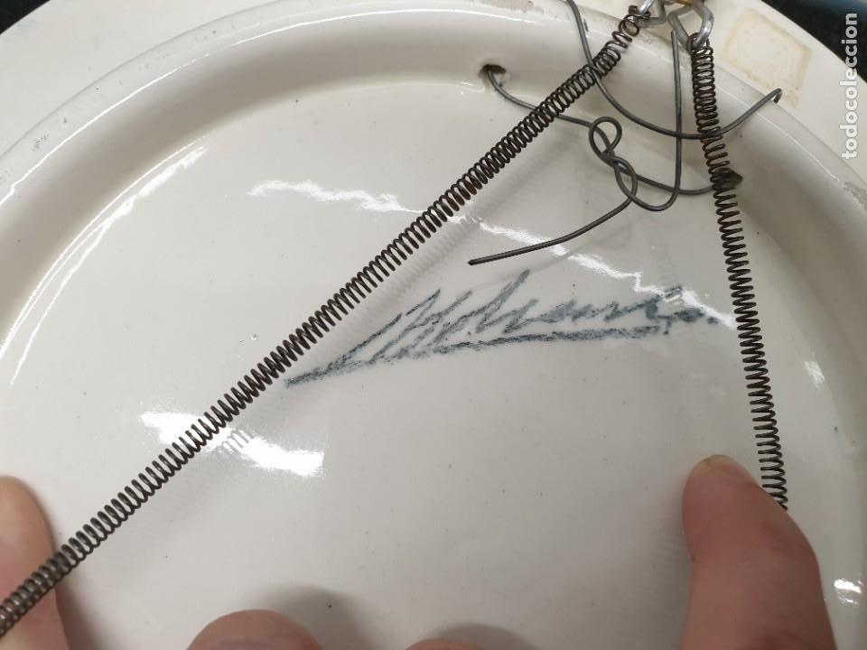 Antigüedades: Antiguo plato pintado a mano. 26 centímetros de diámetro. (Envío 4,31€) - Foto 3 - 208013340