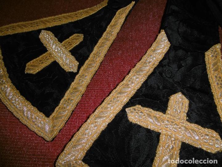 Antigüedades: ANTIGUO CONJUNTO DE CASULLA, ESTOLA Y CUBRECUELLO PARA DIÁCONO. - Foto 10 - 208040517