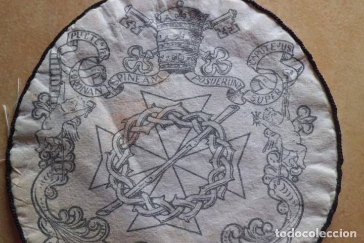 Antigüedades: ESCUDO DE TELA DE COFRADIA RELIGIOSA - Foto 2 - 208072872