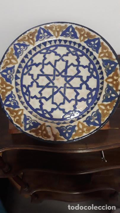MUY RARO PLATO EN CERAMICA DE GRANADA SIGLO XIX,TECNICA DE CUERDASECA (Antigüedades - Porcelanas y Cerámicas - Fajalauza)
