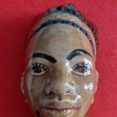 Antiquités: ANTIGUA HUCHA DEL DOMUND AYUDAD A LAS MISIONES MUJER INDIA DE COLOR CERAMICA VIDRIADA ORIGINAL. Lote 208165242
