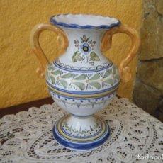 Antigüedades: PRECIOSO JARRÓN DE TALAVERA AÑOS 60. Lote 208166946