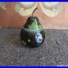 Antigüedades: PERA O CAJA CLOISONNE DE ESMALTE Y BRONCE. Lote 208177483