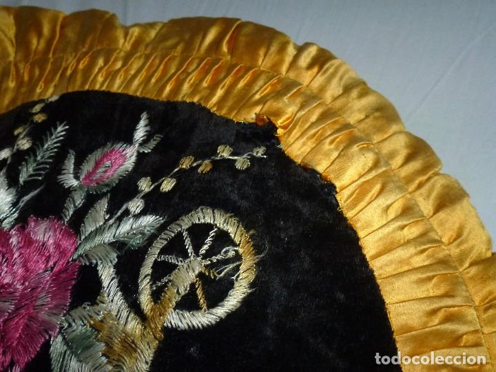 Antigüedades: Pareja De Almohadones Cojines Bordados A Mano 54 Cm. - Foto 4 - 208202270